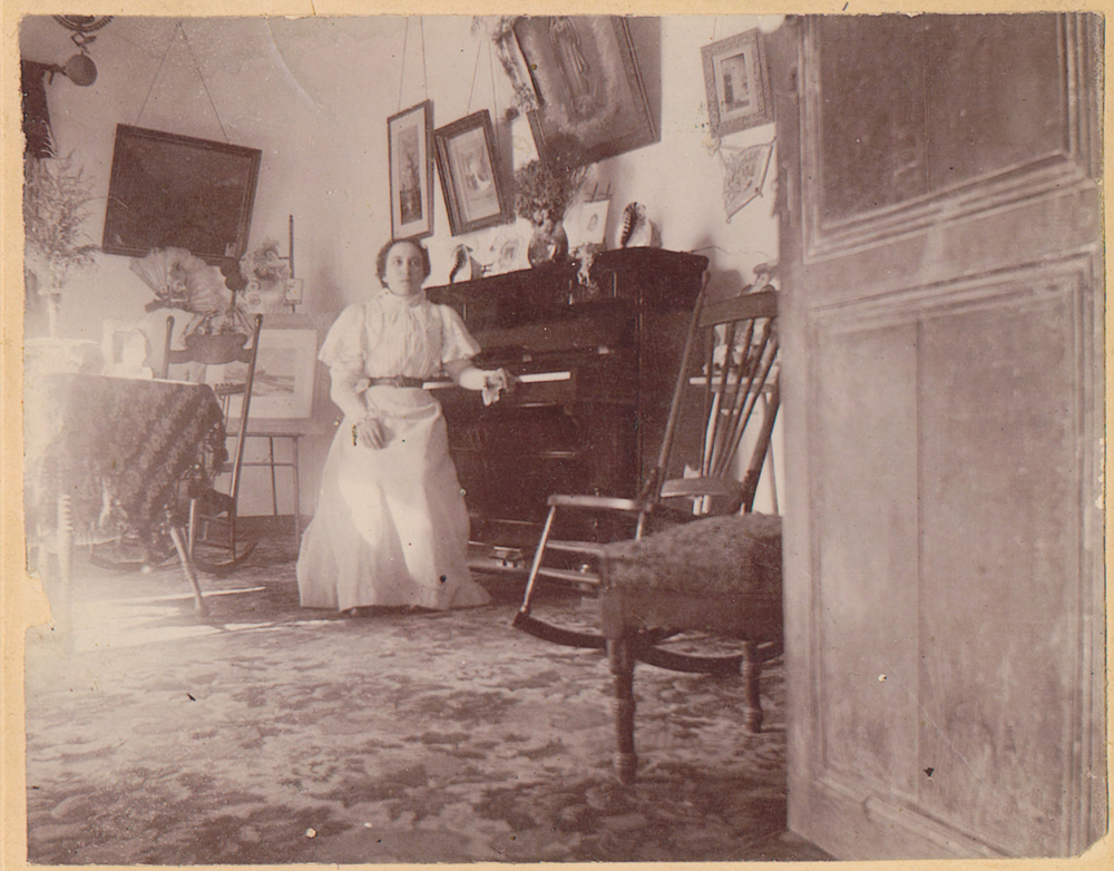 "Concepción ""Concha"" (Luján) Newman (1884-1953), daughter of José Mauro Luján, with the first piano of El Paso"
