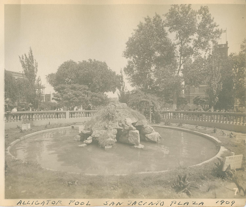 Aligator pool in San Jacinto Plaza, El Paso, 1909